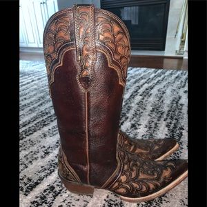 ARIAT woman's size 10 leather cut out cowboy boots